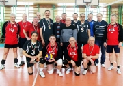 общая фотография команд ветеранов -участников финальной встречи