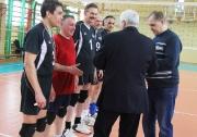 награждение победителей команды АКОС проводят Рафаэль Мингазов и Владимир Талантов
