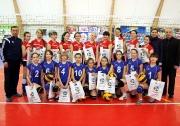 юные волейболистки ДЮСШ Буинска с подарками от ФВРТ и ВК