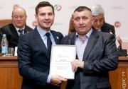 награждается директор ДЮСШ Мензелинска Владимир Баранов