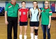 капитаны команд КХТИ и КГАСУ и судьи Федерации волейбола РТ  Халит Хусаинов и Юлия Надежко